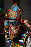 SHIROKA LAKA, BULGARIJE - MAART 5: De mensen gekleed in traditionele kostuums genoemd Kukeri vieren aankomst van de Lente met rit Stock Fotografie