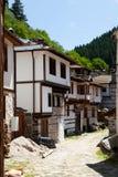 Shiroka lyka弯曲的街道在保加利亚 免版税库存图片
