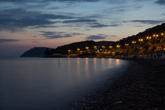 Shirokaia balka strandaftonlandskap royaltyfria foton