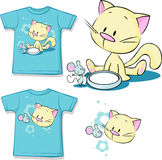 Shirt printed - Cute kitten sitting next to dishes of milk watches mouse Stock Image