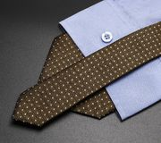 Shirt+tie tłumaczą elegancja zdjęcia stock