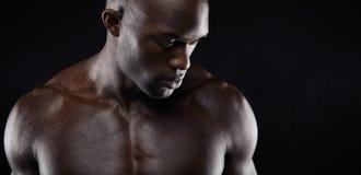 Shirtless afrikansk manlig modell arkivbilder