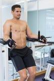Shirtless bodybuilder doing leg lifts Royalty Free Stock Images