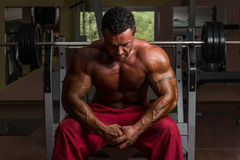 Shirtless bodybuilder resting at the bench Royalty Free Stock Photo