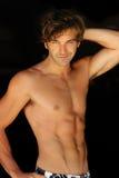 shirtless lycklig man arkivbild