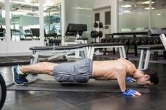 Shirtless man doing push up. At the gym Royalty Free Stock Photos