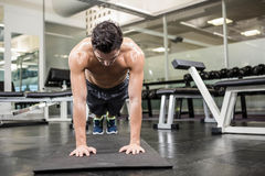 Shirtless man doing push up. At the gym Royalty Free Stock Images