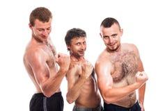 Shirtless posera för idrottsmän Royaltyfri Bild