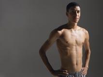 Shirtless ung idrottsman nen royaltyfri bild