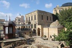 _ _ Shirvanshahs gravvalv i den gamla staden Royaltyfri Fotografi