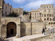 _ _ Shirvanshahs slott och gravvalv i den gamla staden Royaltyfria Bilder
