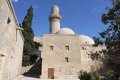 _ _ Shirvanshahs slott och minaret i den gamla staden Arkivfoto