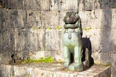 Shisa på Kankaimon, Shurijo, Okinawa, Japan Arkivbild