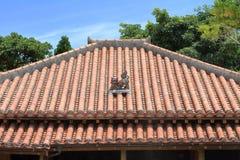 Shisabeschermer van Koninkrijk van Ryukyu op het dak in Okinawa stock afbeelding