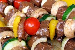 Shish-kabob infilzato della carne Immagini Stock