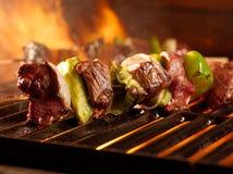 Shish kabobs för nötkött på grilla Arkivbild