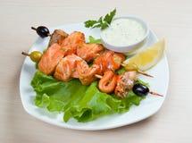 Shish Kebab des saumons Photos libres de droits