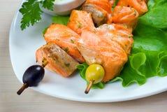 Shish Kebab des saumons avec des légumes Photographie stock libre de droits