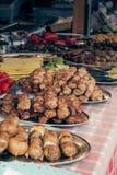 Shish kebab przy festiwalem uliczny jedzenie zdjęcia stock