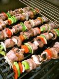 Shish Kebabs op de Grill Stock Afbeeldingen