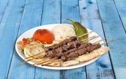 牛肉在板材的Shish Kebap 免版税库存图片