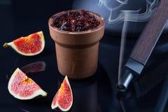 Shisha с вкусом Яблока в шаре глины стоковое изображение rf