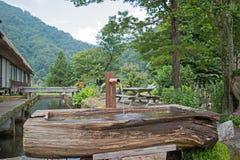 Shishi odoshi, Japoński Zen ogród w Shirakawago Zdjęcie Stock