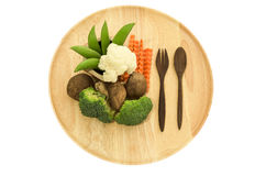 Shitake ono rozrasta się, brokuły i zielony groch na drewnianym naczynie artykuły Zdjęcie Royalty Free