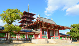 Shitennoji tempel i Osaka, Japan Arkivbilder