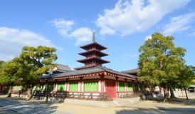 Shitennoji tempel i Osaka, Japan Arkivbild
