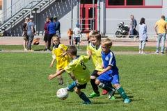 Shitik piłki nożnej dzieci filiżanka, w 19th 2018 Maj, w Ozolnieki, Latvia obraz royalty free