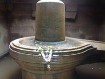 Shiva Linga i vatten Royaltyfri Foto