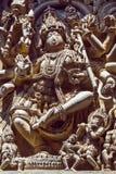 Shiva Lord-Skulptur auf Wand der alten Entlastung 12. centur Hindu Hoysaleshwara-Tempel in Halebidu, Indien Stockfotos