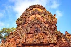 Shiva Nataraja przedstawia na wschodnim gopura wewnętrzna klauzury ściana, Banteay Srei świątynia, Siem Przeprowadza żniwa, Kambo zdjęcia stock
