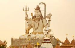 Shiva Statue en la puesta del sol fotografía de archivo