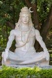 Shiva staty i Rishikesh, Indien Arkivbilder