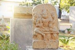 Shiva Stone liegt im Freien Museum in Hampi, Indien Stein s lizenzfreie stockbilder