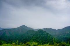 Shivalik-Hügel mit Wolken und Nebel Lizenzfreies Stockbild