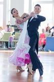 Shkinderov Vladislav en Belisova Polina Perform jeugd-2 Standaardprogramma Royalty-vrije Stock Fotografie