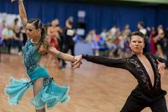 Shkinderov Vladislav och Belisova Polina Perform Youth-2 latin - amerikanskt program Royaltyfri Fotografi