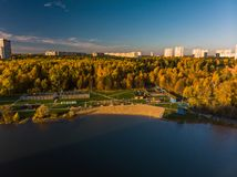 Shkolnoe sjö i Zelenograd av Moskva, Ryssland royaltyfri bild