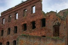 Ruined house. SHLISSELBURG, SAINT PETERSBURG, RUSSIA - AUGUST 21, 2017: the Views of  Wardens and prison housing 1911. of the Oreshek fortress.  Russian Medieval Royalty Free Stock Photos
