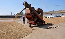 On the current mobile grain cleaning machine Royalty Free Stock Images