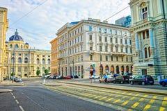 Shmerlingplatz con la opinión sobre museo de la historia natural Viena fotos de archivo