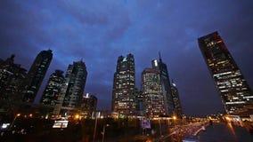 Shnaghai浦东大厦&交通在晚上,走在天桥的步行者 影视素材
