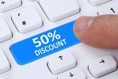 50% sho för försäljning för kupong för kupong för femtio procent rabattknapp online- Arkivfoto