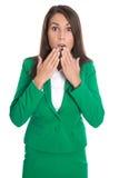 Shocked隔绝了绿色礼服的女商人 免版税库存照片