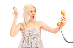 A shocked blond woman screaming on a phone Royalty Free Stock Photos