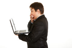 Shocked businessman looking in laptops screen Royalty Free Stock Photography