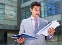 Shocked businessman reading documents Royalty Free Stock Photography